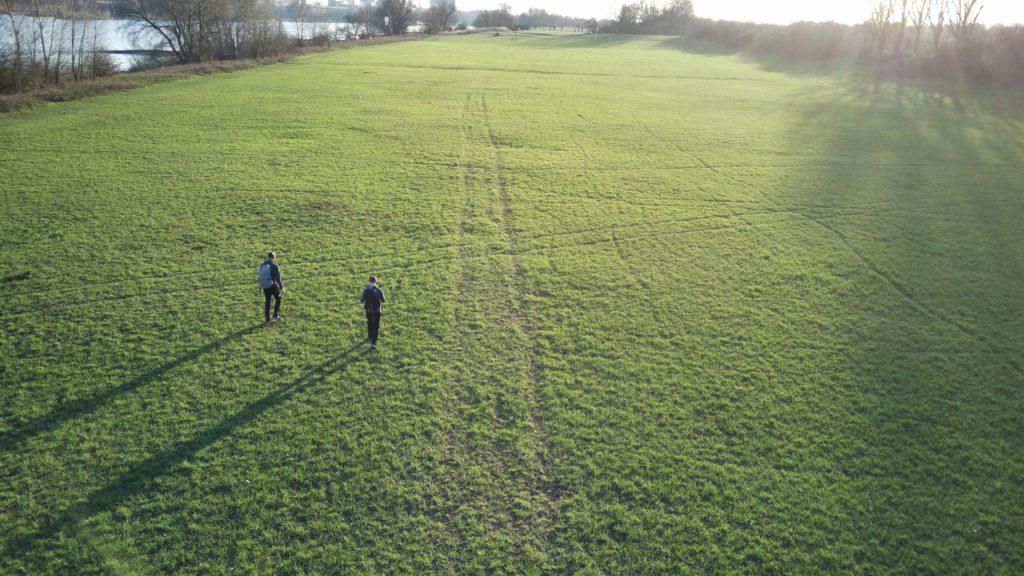 40km hiking with ball - Long shadows
