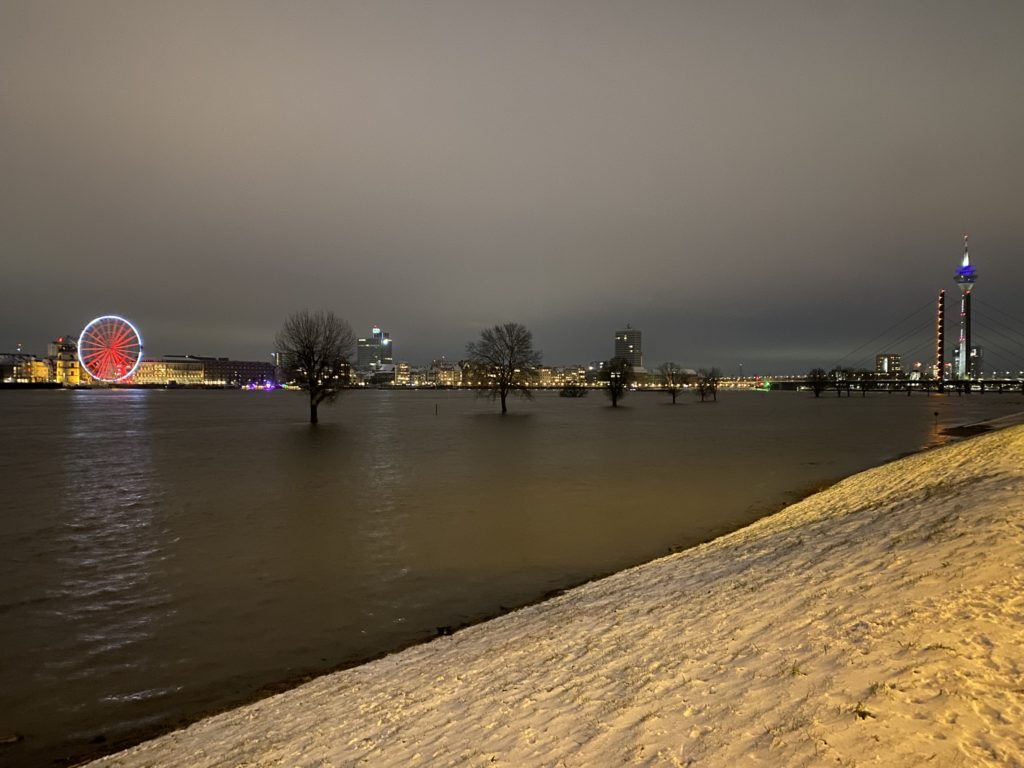 Sightseeing Düsseldorf - Amazing view from Oberkassel